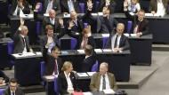 Alice Weidel, Fraktionsvorsitzende der AfD, und Alexander Gauland, Fraktionsvorsitzender der AfD, bei einer SItzung des Bundestages: Könnten sie demnächst beobachtet werden?
