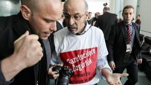 Deutschland weist Adil Yigit aus