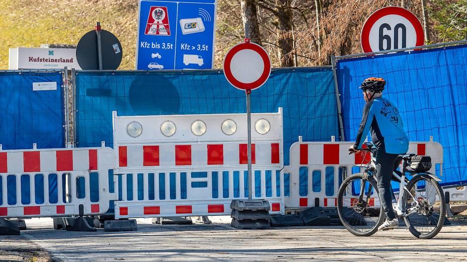 Grenze zwischen Aschau (Bayern) und Niederndorferberg (Tirol) Mitte März