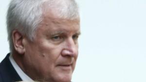 Seehofer hält Kanzlerkandidaten-Debatte für Käse und Quatsch
