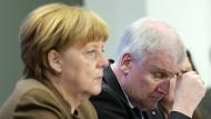 Keine guten Freunde zur Zeit: Merkel und Seehofer.