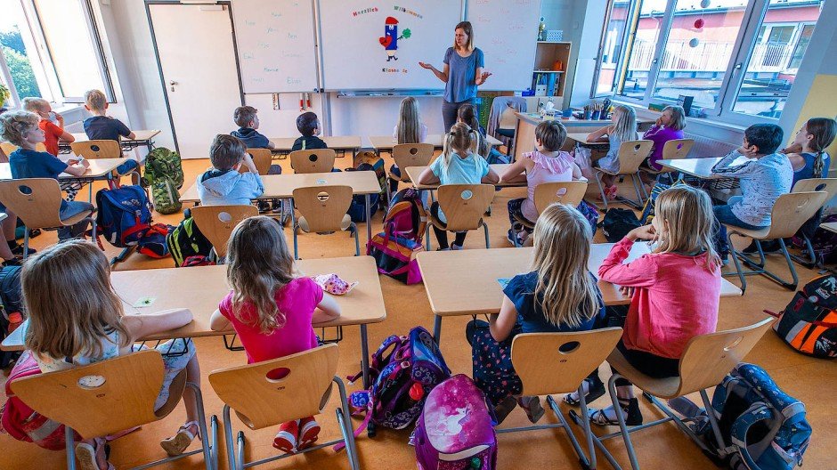 Schulbeginn in einer dritten Klasse in Schwerin