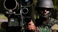 """Ein nordirakischer Soldat trainiertim Oktober an der Infanterischule Hammelburg mit einer Panzerabwehrwaff Typ """"Milan"""""""