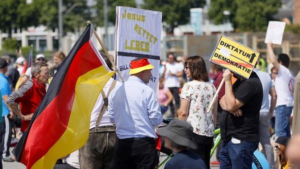Angriffsopfer von Stuttgarter Demo in Lebensgefahr