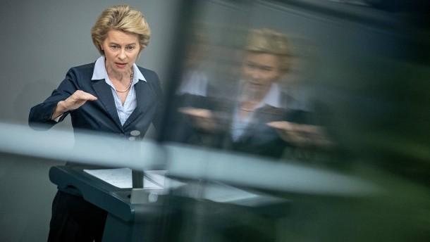 SPD fordert Aufklärung von von der Leyen