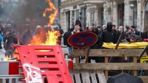 Brennende Barrikaden in Leipzig