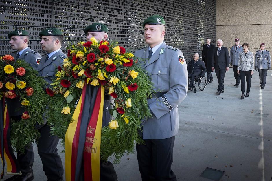 Trauer und Würdigung: Die höchsten Repräsentanten des deutschen Staates gedenken in Berlin der in Afghanistan gefallenen Soldaten.