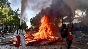 Barrikaden und Brandsätze – Chile erlebt unruhigen Jahrestag