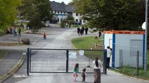 Wachleute sollen Bewohner von Asylbewerberheim misshandelt haben