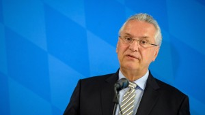 Bayerns Innenminister für Abschiebung auch nach Syrien