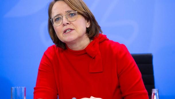Widmann-Mauz fordert Prüfung von Kopftuchverbot