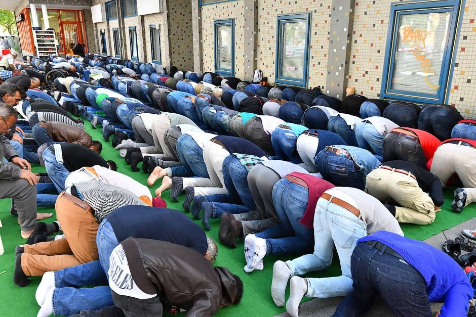 Der Gründer der Initiative kritisiert, dass es in den Moscheen zu viele verschieden Ansprechpartner gibt.
