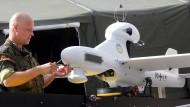 Bundeswehr prüft Entsendung von Drohnen