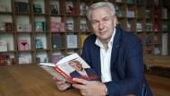 """Der Titel des neuen Buchs von Klaus Wowereit (SPD), Berlins ehemaligem Bürgermeister, lautet """"Sexy, aber nicht mehr so arm: mein Berlin""""."""