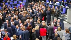 Linke und AfD fehlen besonders oft im Bundestag