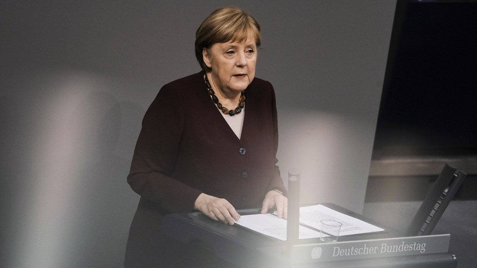 """Corona-Zahlen noch immer """"auf viel zu hohem Niveau"""": Bundeskanzlerin Angela Merkel (CDU) am Donnerstag im Bundestag bei ihrer Regierungserklärung"""