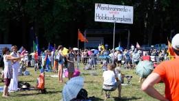"""Hunderte Teilnehmer bei Stuttgarter """"Querdenken""""-Demo"""