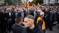 """Der Thüringer AfD-Chef Björn Höcke und weitere Parteifunktionäre bei einem """"Trauermarsch"""" am Samstag in Chemnitz"""
