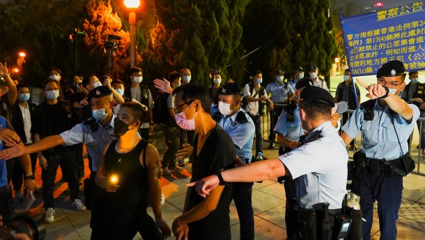 Hongkong trotzt der Polizei
