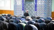 Predigten in deutschen Moscheen wie in Stuttgart, sollen nach dem Willen der CSU auf deutsch gehalten werden.