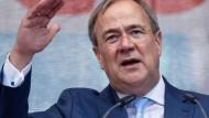 Der nordrhein-westfälische Ministerpräsident und Unionskanzlerkandidat Armin Laschet am Samstag in Neuss bei einer Wahlkampfveranstaltung