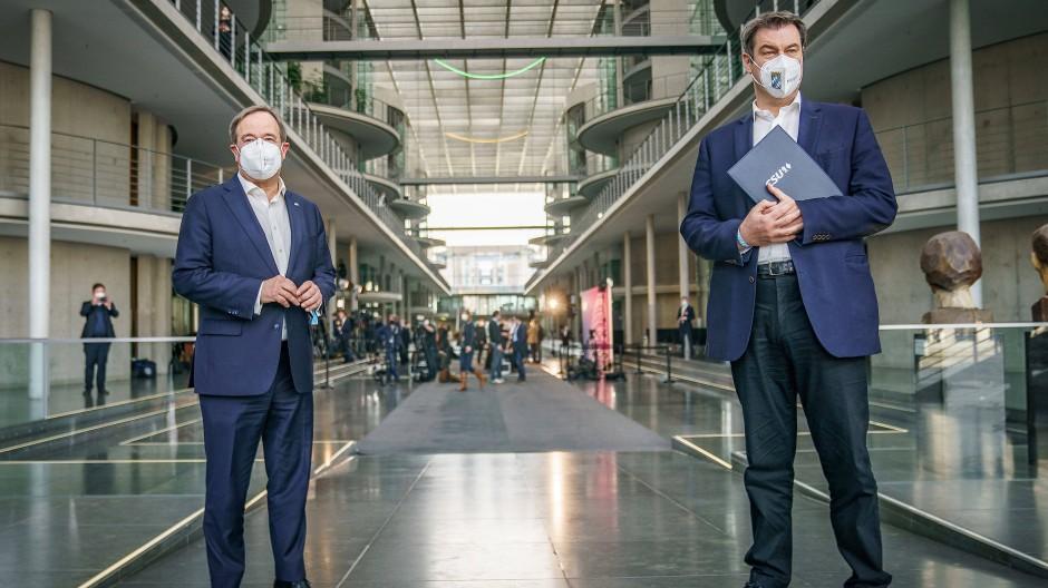 Wer von beiden soll für die Union als Spitzenkandidat in den Bundestagswahlkampf gehen? Armin Laschet (links) oder Markus Söder
