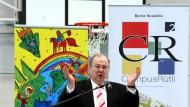 Heinz Buschkowsky im Jahr 2012 während der Eröffnung der neuen Quartierssporthalle auf dem Campus Rütli in Berlin.