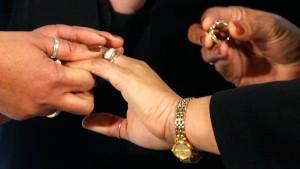 Ehegatten-Splitting für Homosexuelle spaltet die Koalition