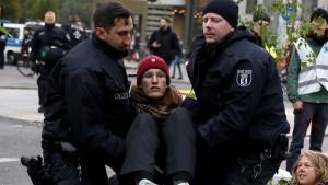 Berliner Polizei beginnt mit Räumung von Blockade