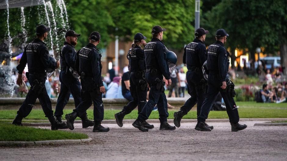 Krawallnacht in Stuttgart: Wie stehen die Grünen zur Polizei?