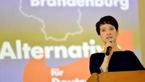 Frauke Petry fordert Schweigen