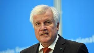 Seehofer: Integration kann ohne Obergrenze nicht gelingen