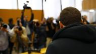 Großes Medieninteresse: der mutmaßliche IS-Kämpfer Kreshnik B. vor Gericht in Frankfurt