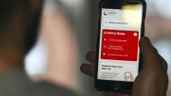 Nachbesserungsbedarf: Die Corona Warn-App kann zum Beispiel auf älteren Handys nicht installiert werden.