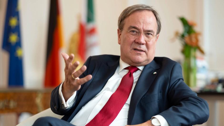 """""""Die Pandemie hat unser Land vor eine große Bewährungsprobe gestellt"""": Armin Laschet, Ministerpräsident von Nordrhein-Westfalen"""