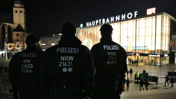 Grünen-Vorsitzende Peter relativiert Polizei-Kritik