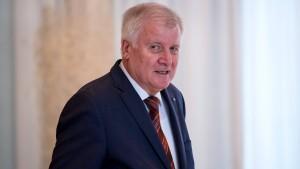 "Seehofer wettert gegen ""Dummkopf"" in den eigenen Reihen"