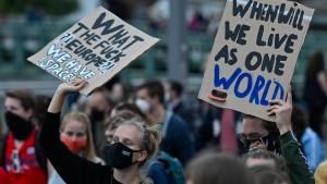 Tausende Demonstranten fordern Aufnahme der Moria-Flüchtlinge