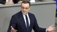 Jens Spahn (CDU) spricht bei einer Plenarsitzung im Deutschen Bundestag. Zuletzt hat er vor allem die öffentliche Debatte rund um die Organspende angeregt.