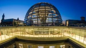 Hacker griffen Bundestag wohl per Mail an