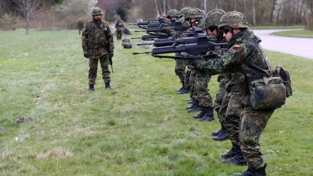 Bundeswehr zieht Helme aus dem Verkehr
