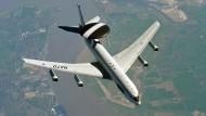 Ein Aufklärungsflugzeug vom Typ Awacs