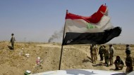 """Irakische Truppen greifen Stellungen des """"Islamischen Staats"""" in Falludscha an."""