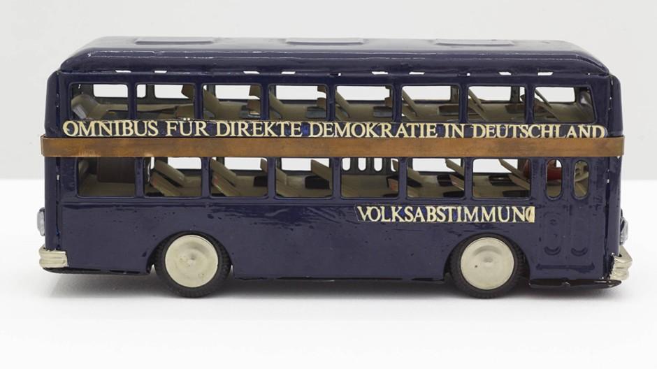 Kunstwerk: In der Praxis ist es mit der direkten Demokratie nicht immer einfach.