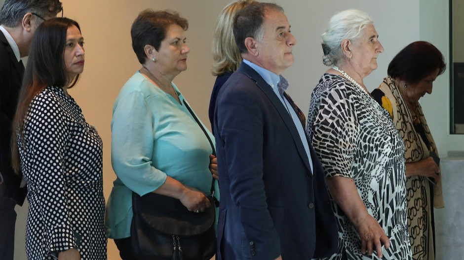 Hinterbliebene des Massakers von Srebrenica klagen vor dem niederländischen Gericht.