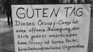 Mit diesem Aufsteller hieß Occupy Münster Gäste willkommen