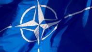 Die Flagge der Nato