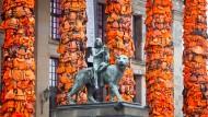 Konzerthaus Berlin im Februar 2016: Rettungswesten befestigt von Ai Weiwei