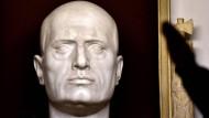 Mussolini-Büste an der Grabstelle in Predappio