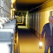 Paul Gross, Technischer Leiter im ehemaligen Regierungsbunker Marienthal, geht einen der insgesamt 19 Kilometer langen Tunnel der unterirdischen Anlage ab (Archivfoto vom 05.02.2003).